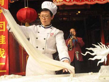 pasta chef noodle maker la mian ancient chinese art La Mian   The Ancient Art of Chinese Noodle Making
