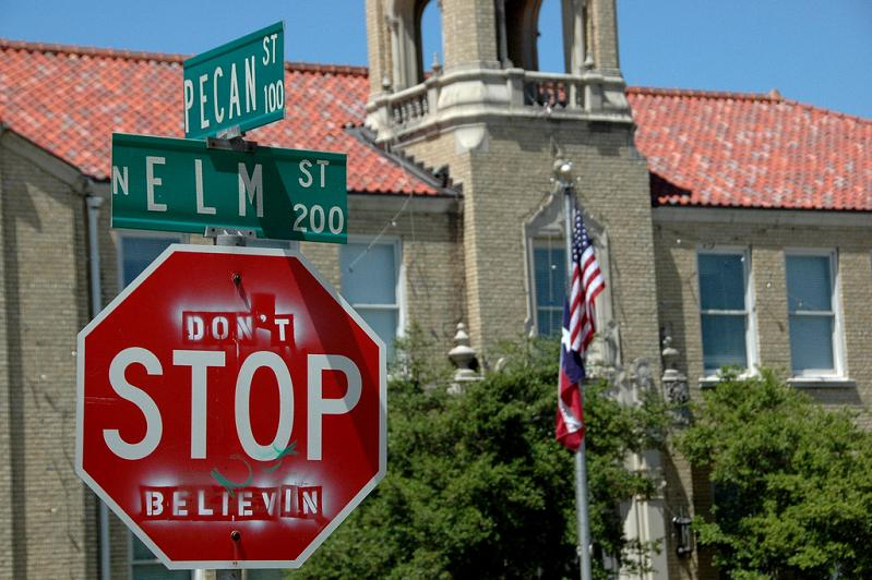 dont stop believing hacked stop sign Picture of the Day   December 31, 2009