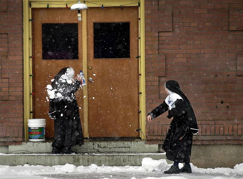 nuns snowball fight Picture of the Day   December 17, 2009
