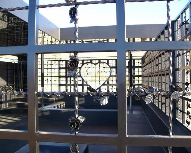 open concept house design no walls no shelter What Happens When a Punk Rocker Designs a Desert Home?