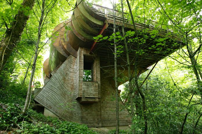 ultimate tree house design robert harvey oshatz The HemLoft: A Secret Tree House in the Woods