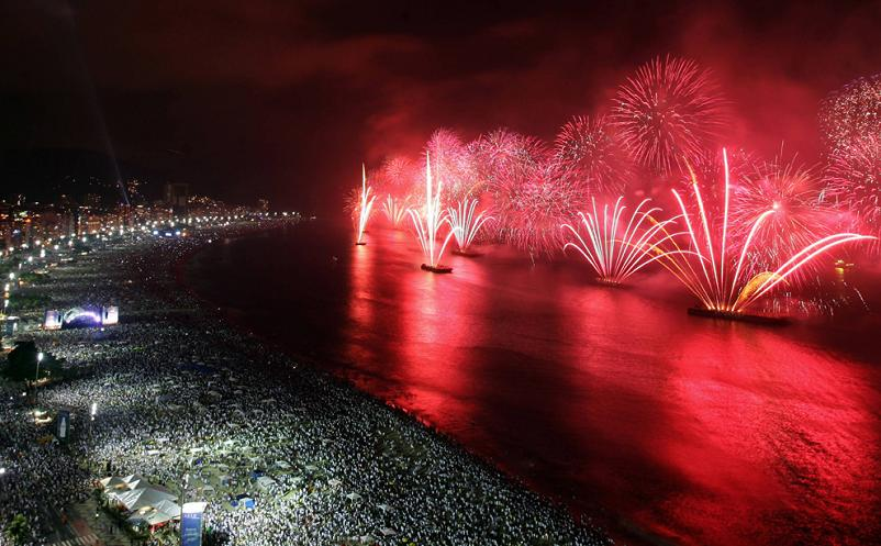 copacabana beach fireworks new years day rio de janeiro Picture of the Day   January 2, 2010