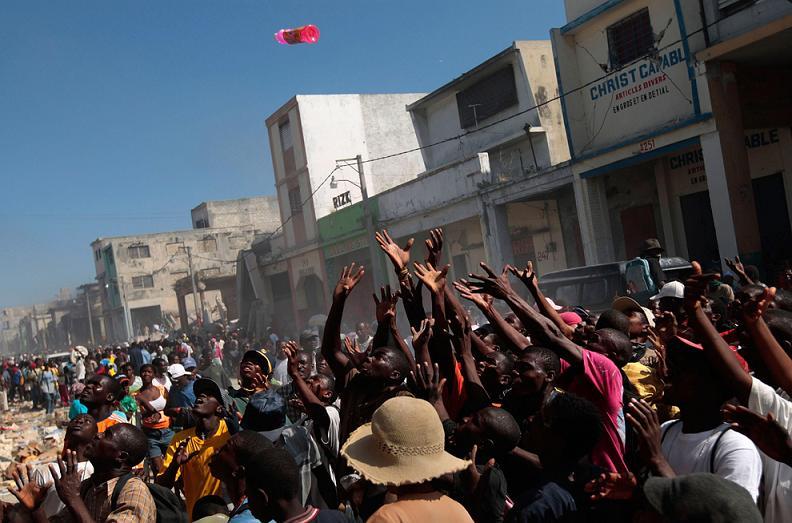 earthquake haiti reaching for gatorade powerade Picture of the Day   January 19, 2010