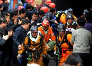 100 chinese miners rescued 2010 china mine flood rescue 2010