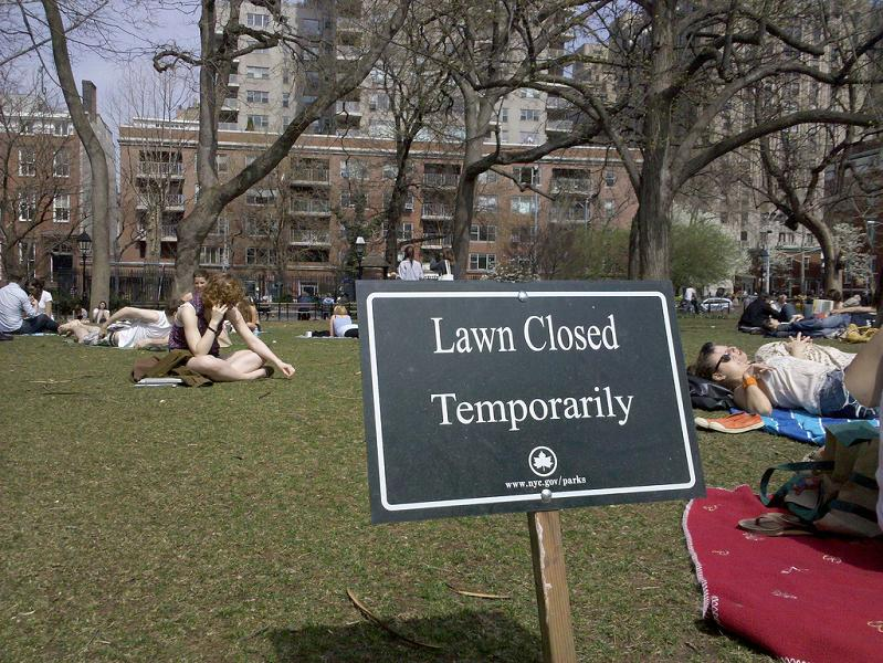 new yorkers sitting in park stay off grass sign Picture of the Day   April 10, 2010