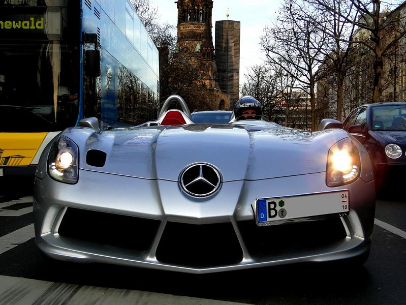 stirling-moss-mercedes-slr-spotted-on-street