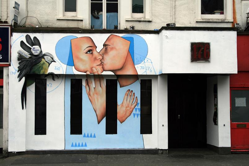 two people kissing street graf art Awesome Street Art by Best Ever
