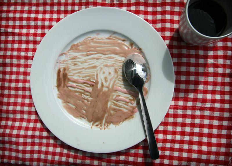 the scream in ice cream on plate edvard munch Picture of the Day   May 9, 2010