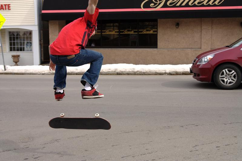 13 kickflip with a skatebaord The Art and History of the Kickflip [21 pics]