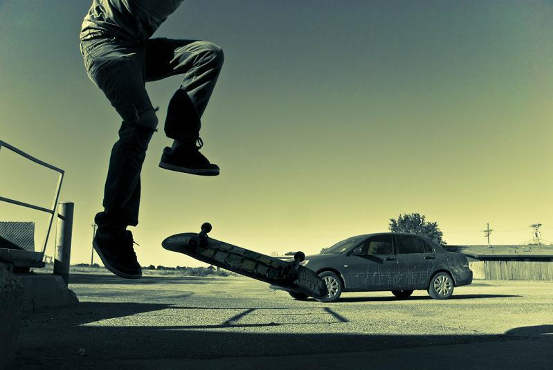 6 skateboarding kickflip The Art and History of the Kickflip [21 pics]