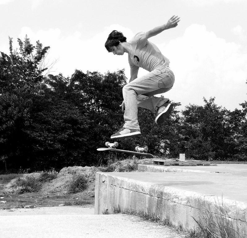 8 kickflip black and white The Art and History of the Kickflip [21 pics]