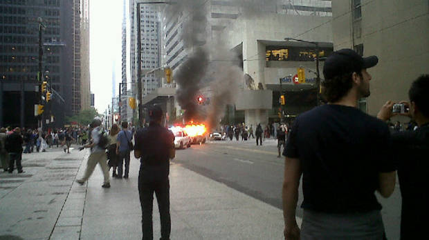 police cars on fire g20 toronto summit 2010 rioting Picture of the Day   June 26, 2010