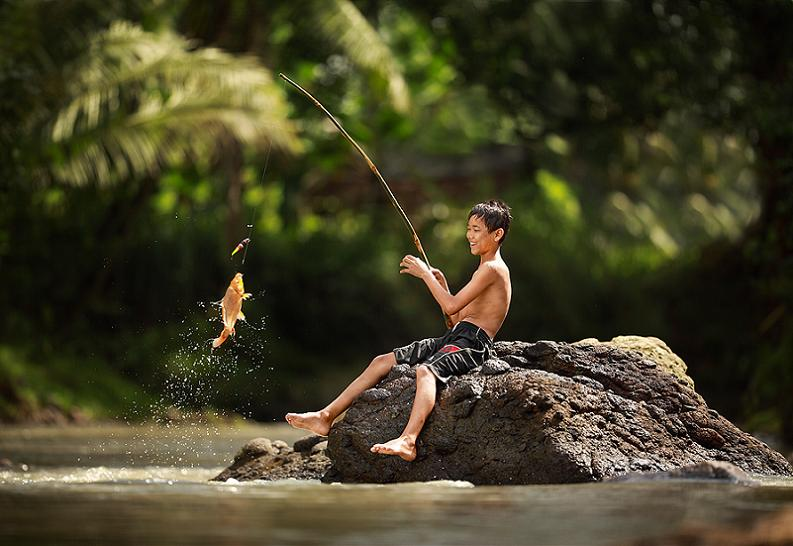 boy catching a fish Picture of the Day   August 1, 2010