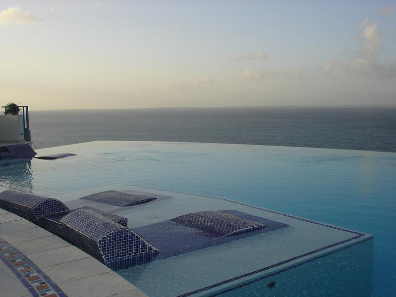 infinity-pool-at-mes-amis.jpg
