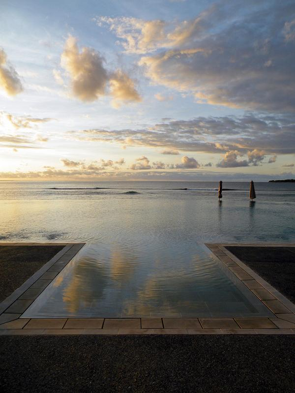 intercontinental-fiji-resort-infinity-pool.jpg