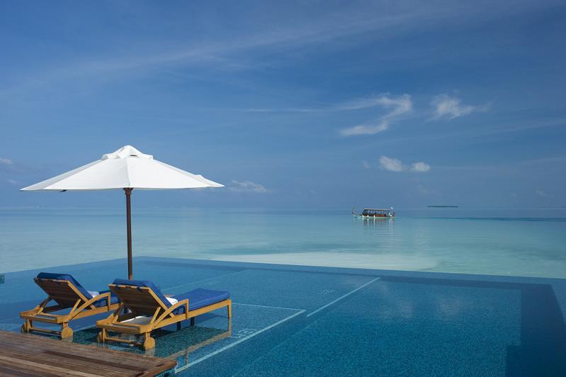 rangali-island-infinity-pool.jpg