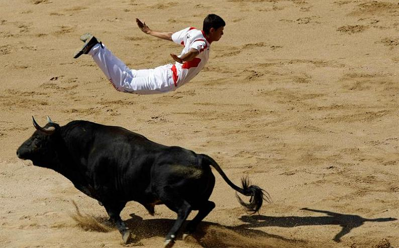 recortador jumping over bull Picture of the Day   July 26, 2010