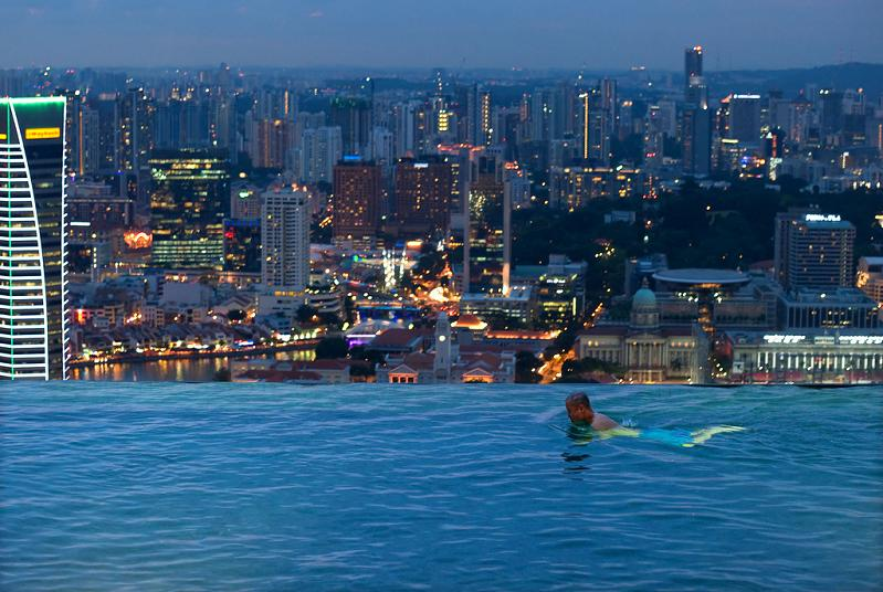 http://twistedsifter.com/wp-content/uploads/2010/07/skypark-marina-bay-sands-hotel-macau-infinity-pool.jpg