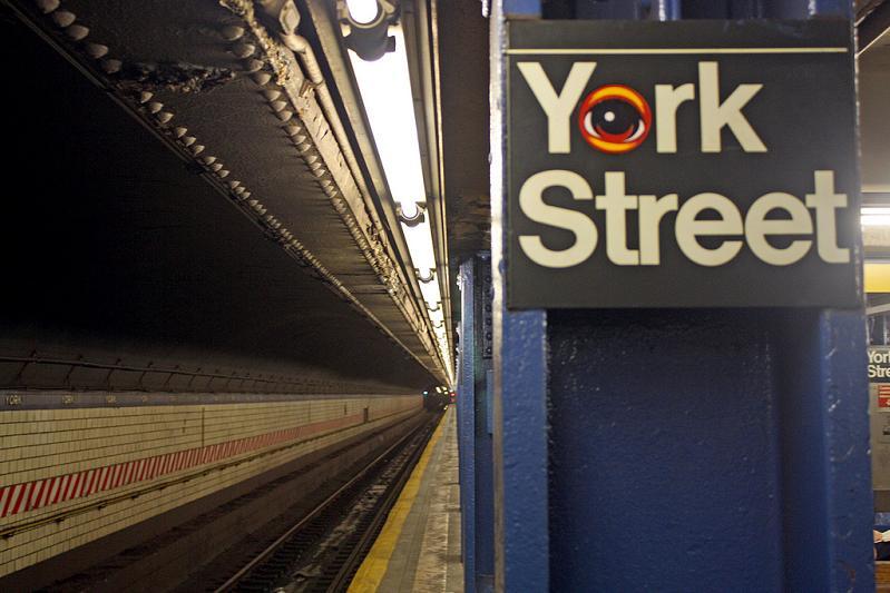 eyeball stickery nyc STREET ART: Eye Heart NYC by Peat Wollaeger [21 pics]