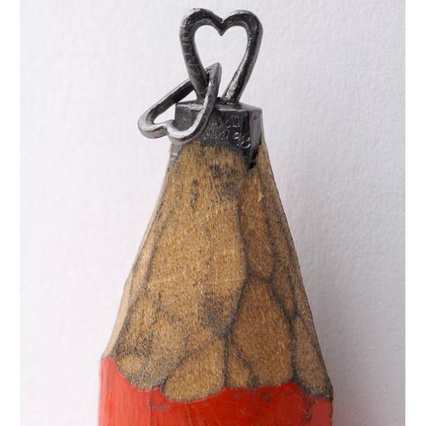 mini pencil art carving The Most Incredible Miniature Pencil Art [20 pics]