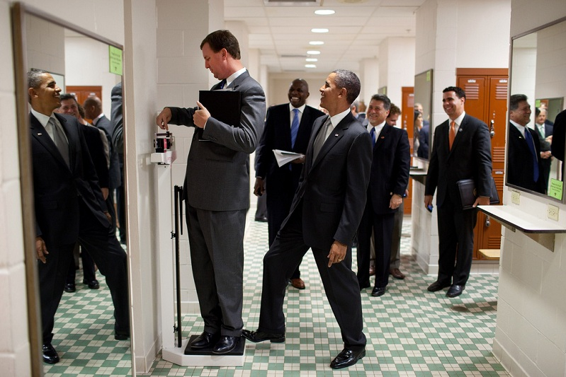 obama standing on scale practical joke Picture of the Day   Presidential Pwnage