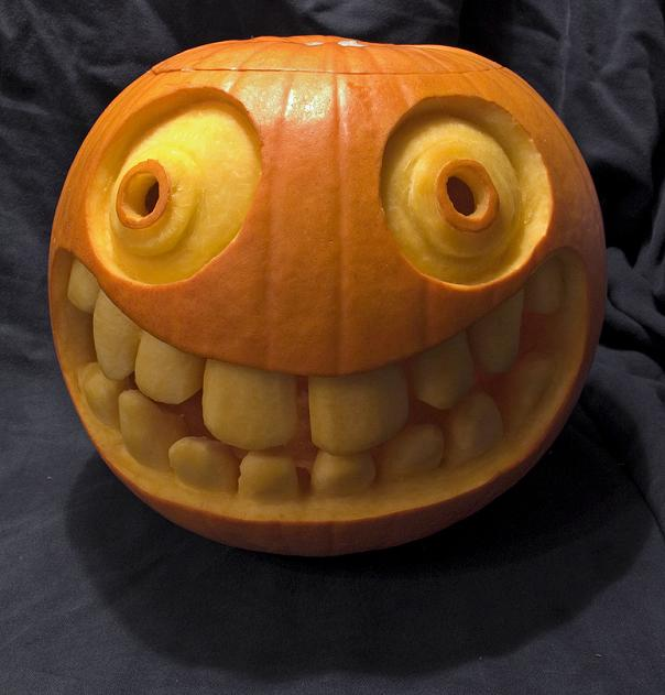 big smiley face with teeth pumpkin 25 Mind Blowing Halloween Pumpkins