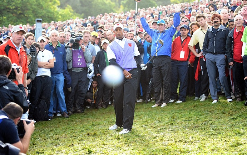 tiger woods golf ball at camera head on copy Picture of the Day   October 4, 2010