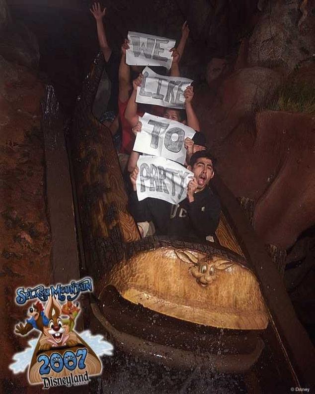 funny splash mountain sign 21 Hilarious Pics from Disney Worlds Splash Mountain