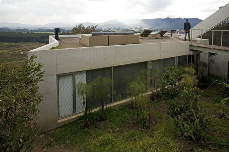 house on a steep hill green living roof plan b arquitectos giancarlo mazzanti 10 Beautiful Home on a Steep Hill with Incredible View [14 pics]