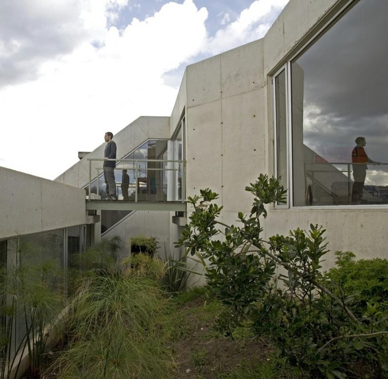 house on a steep hill green living roof plan b arquitectos giancarlo mazzanti 9 Beautiful Home on a Steep Hill with Incredible View [14 pics]