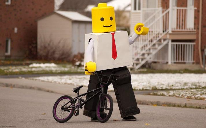 lego man funny halloween costume 25 Hilarious Halloween Costumes from the Weekend