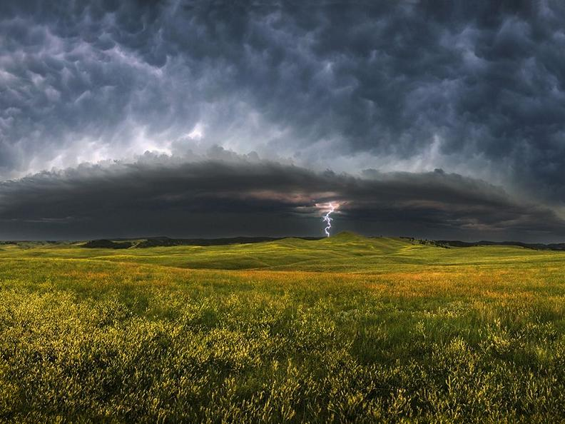 storm clouds south dakota 23945 990x742 Natures Fury: 30 Chilling Photos of Natural Hazards