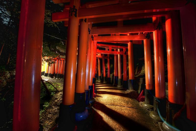 1000 red gates kyoto japan fushimi inari