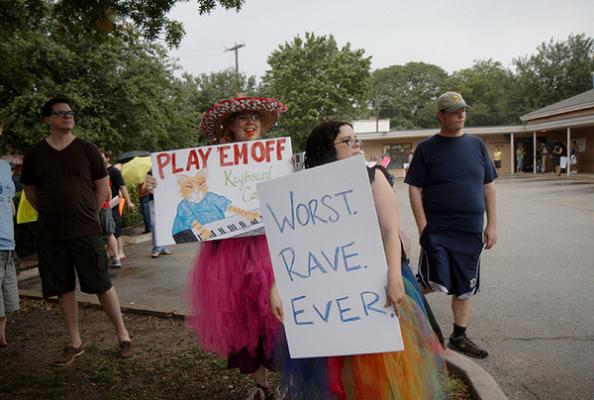 worst rave ever funny protest sign 25 Funniest Protest Signs of 2010