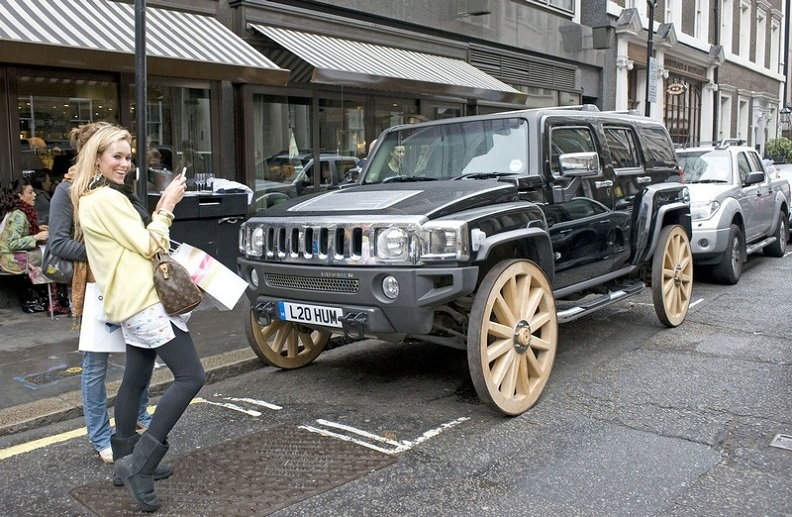 hummer-h3-with-wooden-wheels