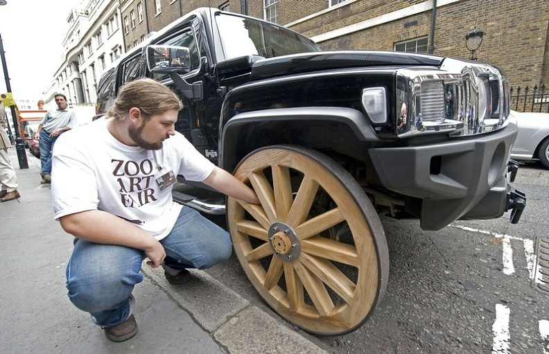 hummer with wooden wheels Picture of the Day: This Hummer Has Wooden Wheels!