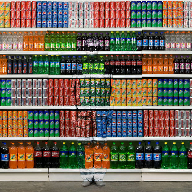 liu-bolin-see-through-camouflage-store-shelf