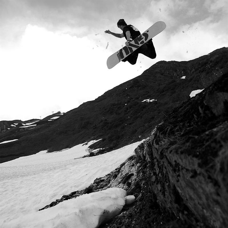 method air The 5 Essential Snowboard Grabs [20 Pics]
