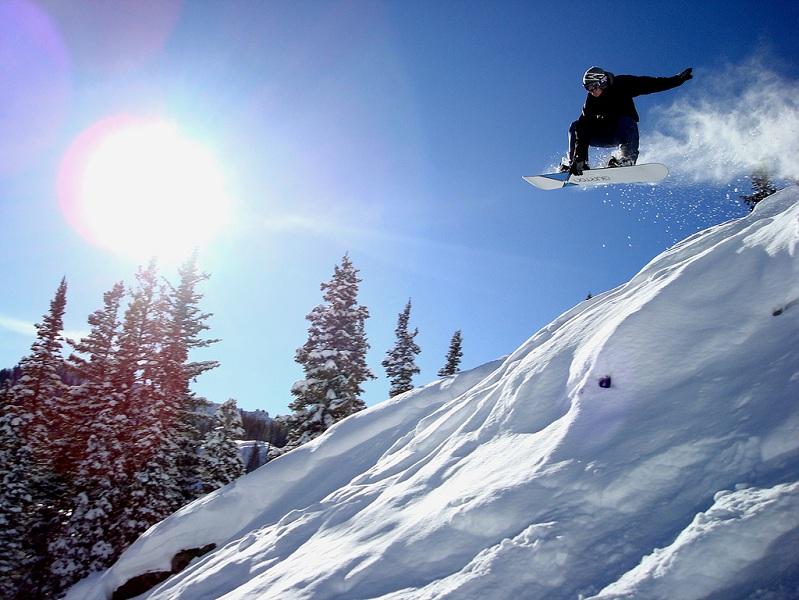 mute air The 5 Essential Snowboard Grabs [20 Pics]