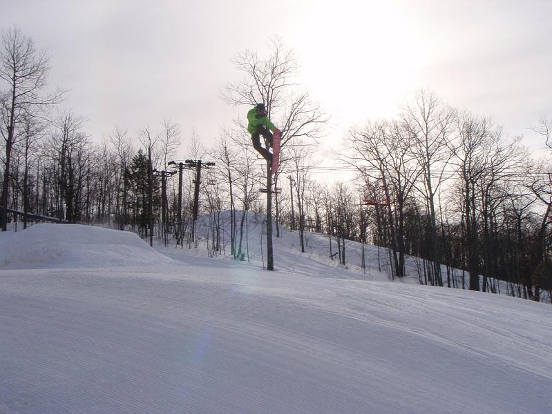 nose grab The 5 Essential Snowboard Grabs [20 Pics]