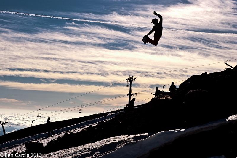 The 5 Essential Snowboard Grabs [20 Pics]