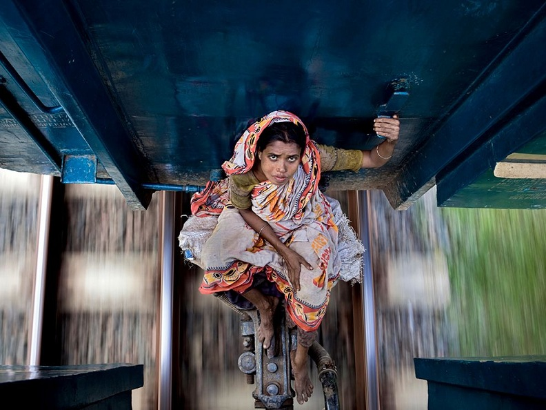 riding between two train cars Picture of the Day: Dangerous Free Riding