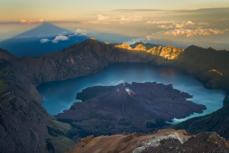 rinjani mountain volcano Picture of the Day: Rising Shadow