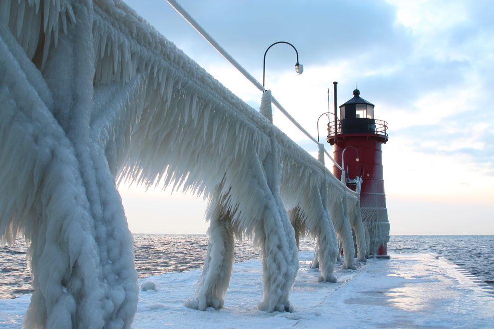 south haven michigan frozen lighthouse Picture of the Day: Meanwhile, In Michigan...