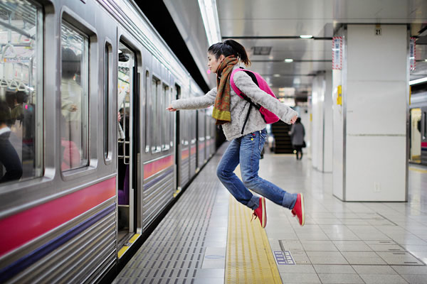 japanese girl levitates natsumi hayashi 11 Natsumi Hayashi: A Life of Levitation [25 pics]
