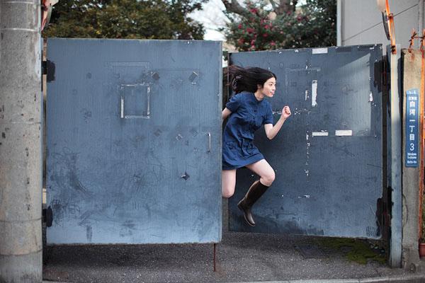japanese girl levitates natsumi hayashi 2 Natsumi Hayashi: A Life of Levitation [25 pics]