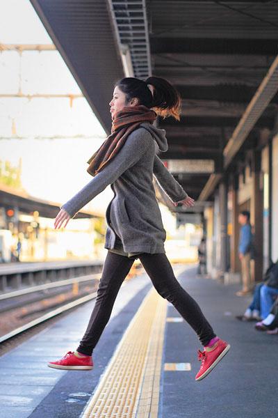 japanese girl levitates natsumi hayashi 20 Natsumi Hayashi: A Life of Levitation [25 pics]