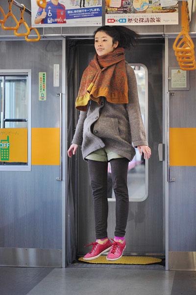 japanese girl levitates natsumi hayashi 22 Natsumi Hayashi: A Life of Levitation [25 pics]