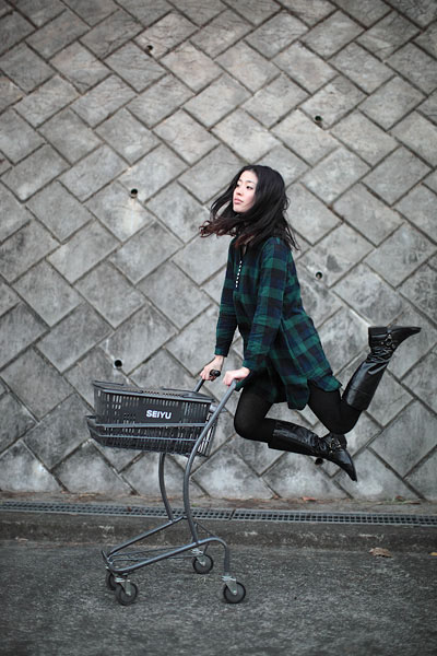 japanese girl levitates natsumi hayashi 25 Natsumi Hayashi: A Life of Levitation [25 pics]