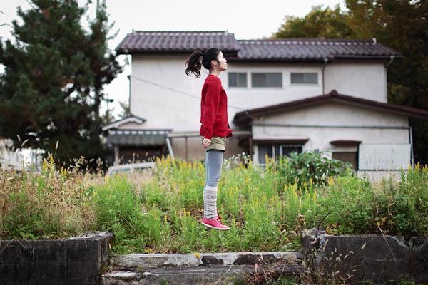 japanese girl levitates natsumi hayashi 4 Natsumi Hayashi: A Life of Levitation [25 pics]